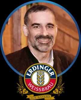 Mestre-cervejeiro atestando as qualidade da Maturação Nobre Bávara