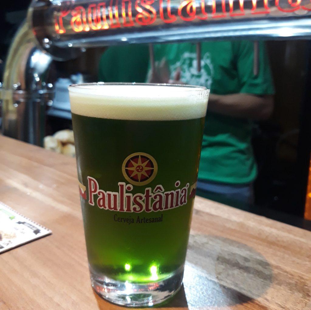 Chope verde em homenagem ao Saint Patrick's Day