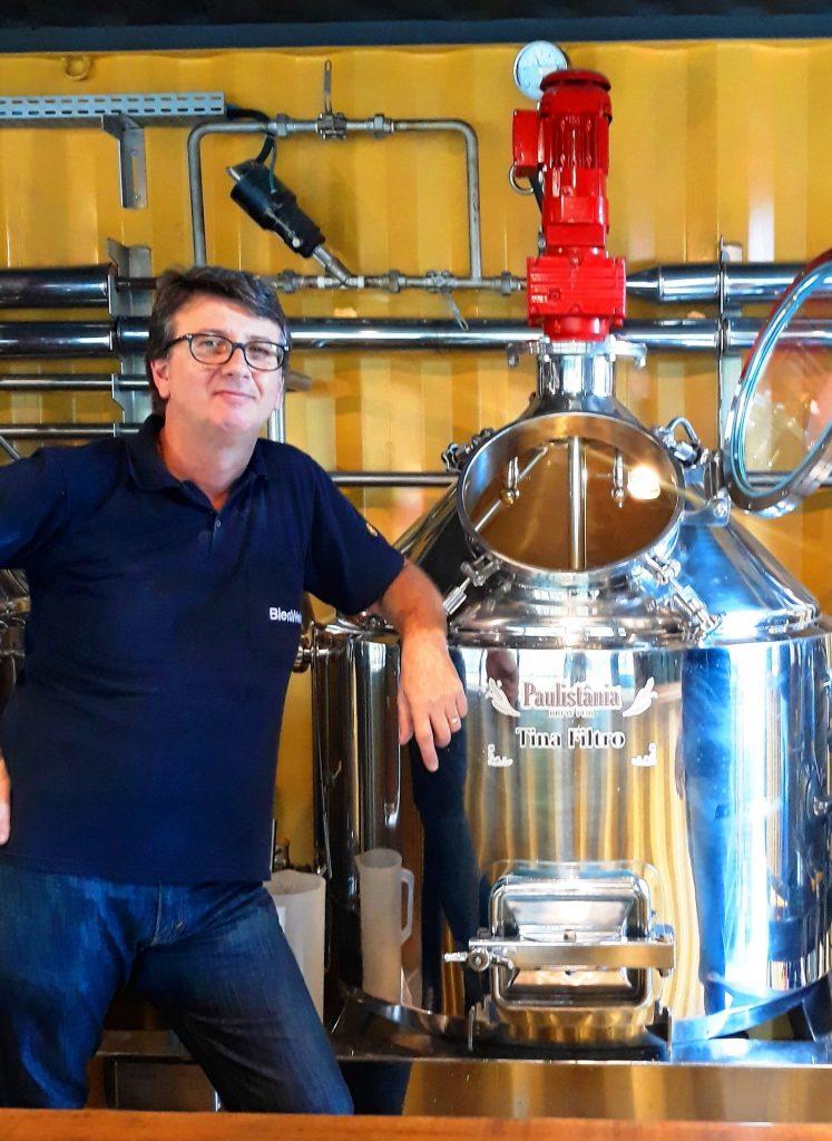 Wilson, mestre cervejeiro da Paulistânia responsável pela produção da Largo do Café