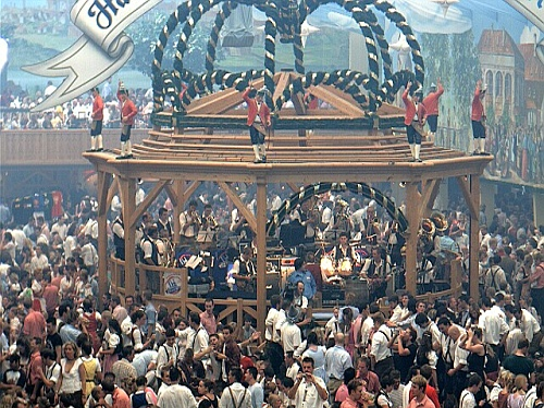 Oktoberfest: muita Música e Cerveja na maior festa cervejeira do mundo